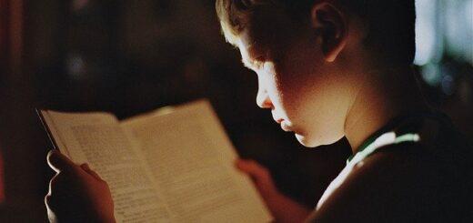 Studente che legge