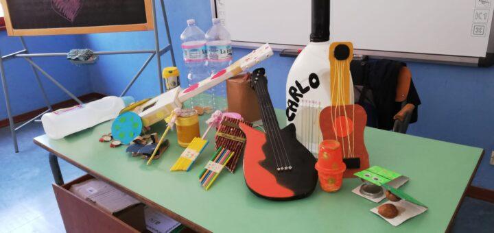 Strumenti musicali realizzati con oggetti di riciclo